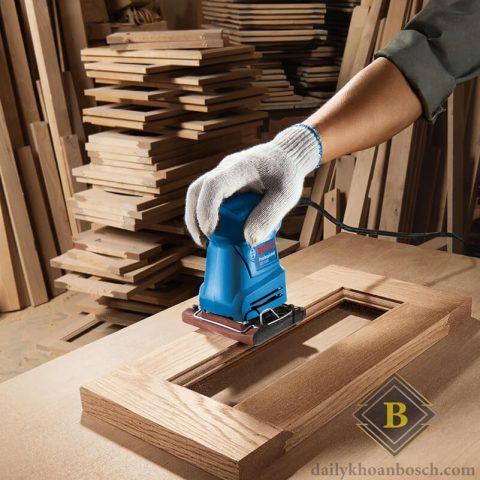 Máy chà nhám vuông Bosch GSS 1400 cung cấp các điều kiện thi công hoàn hảo cho người lao động