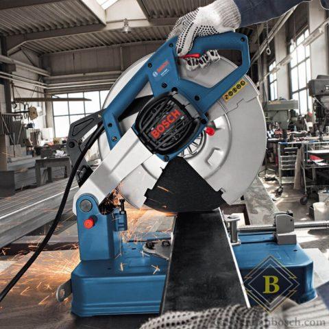 Hình ảnh thi công máy cắt sắt Bosch GCO 200 trong công xưởng